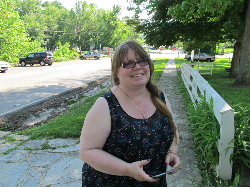 Me outside Grant's birthplace. I was probably texting Dee!